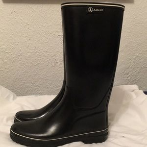 Agile Brand New black rubber rainboots never worn